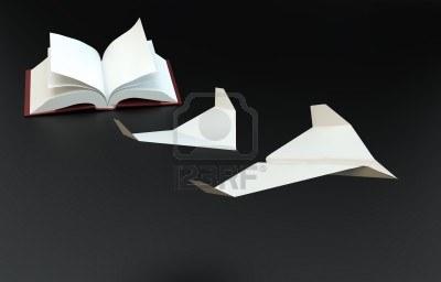 14809510-libro-di-pagine-volanti-come-aerei-di-carta--concetto-di-immaginazione