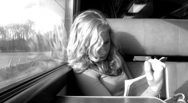 letture-sul-treno-L-ORlraT