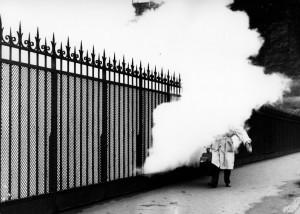 robert-doisneau-la-passerelle-a-vapeur-1957